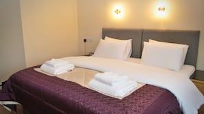1 bedroom, desk, soundproofing, cribs/infant beds