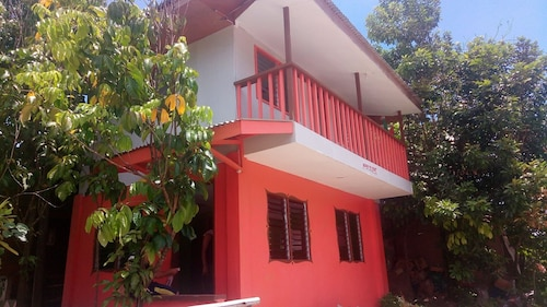 La Casita 2 2bd, Aircon, Fully Furnished Vacation Home in Camiguin