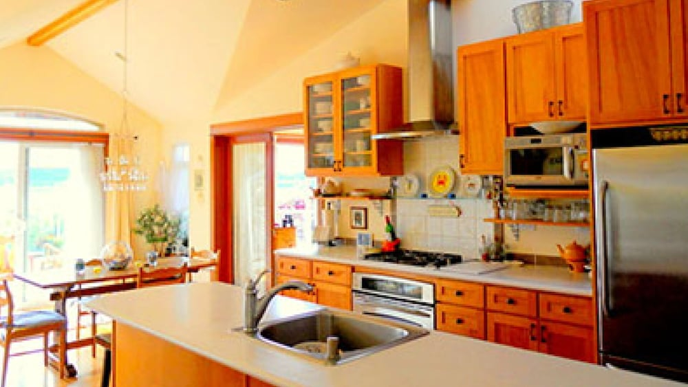 Private Kitchen, Sunlight Seascape, a Gentle Retreat, 8 Bedrooms, 5.5bath for 13 Guests