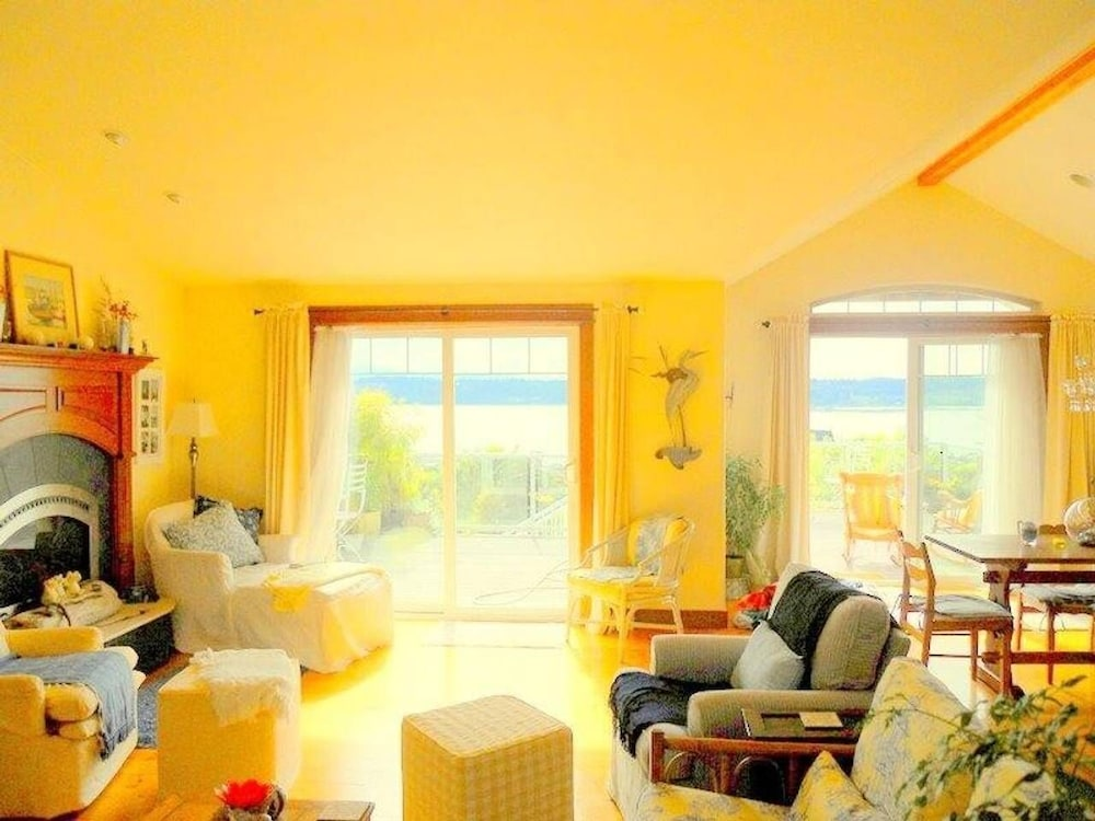 , Sunlight Seascape, a Gentle Retreat, 8 Bedrooms, 5.5bath for 13 Guests