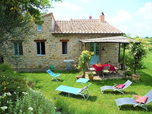 Charming Tuscan Holiday Home, Quiet, Relaxing Location, Great Views