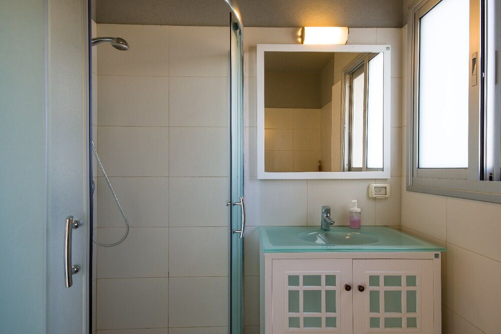 Bathroom, Mi Alma Villa - Amazing Villa, 150m From the Beach, Pool, Jacuzzi, BBQ etc