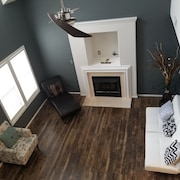 Newly Renovated 3-bdrm House W/loft Available
