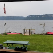 Lake Front Property Equipped With Boat Dock, 2-kayaks and 1-paddle Boat to use