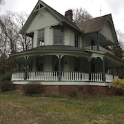 Historic Victorian Farmhouse Near Great Smoky Mtns Nat Park