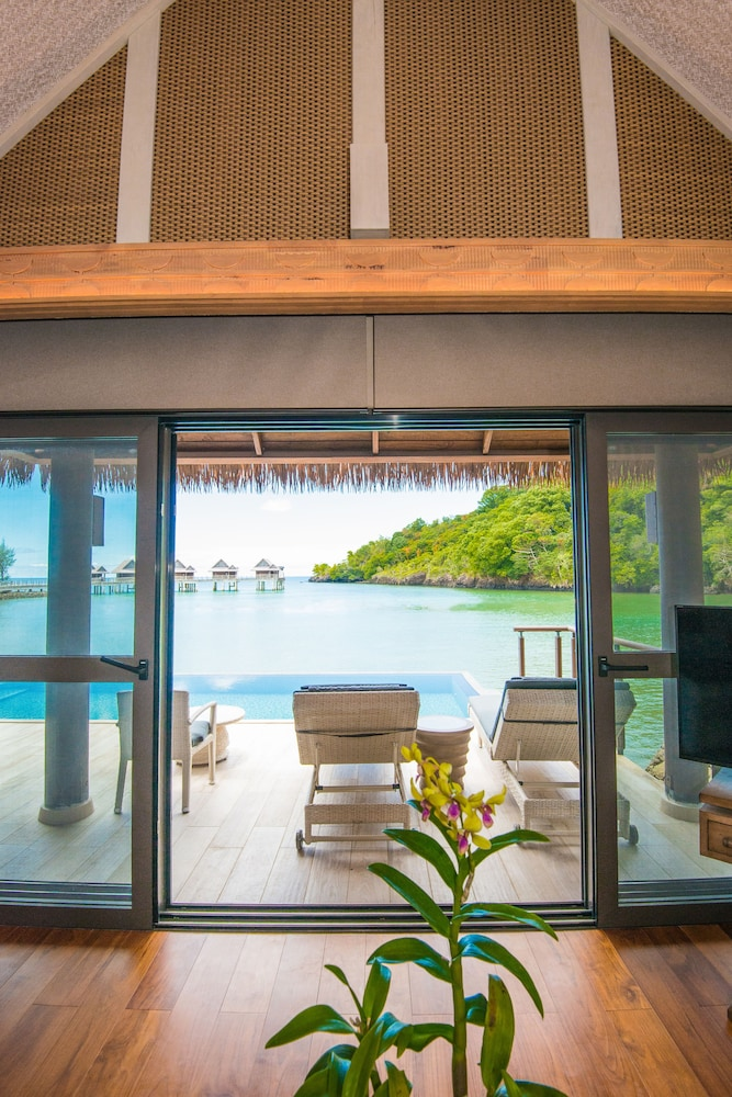 Living Area, The Pristine Villas and Bungalows at Palau Pacific Resort