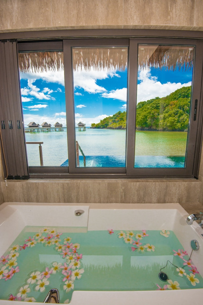 Bathroom, The Pristine Villas and Bungalows at Palau Pacific Resort