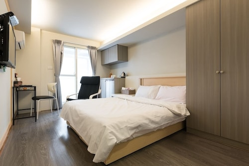 Convenient Apartment Near Zhong Shan Station 46B
