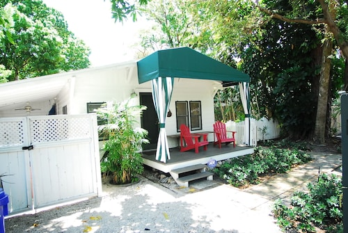 Fort Lauderdale Cottage on its own lot in Victoria Park Near Las Olas and Beach