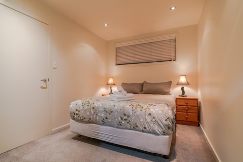 Birkenhead Super Cozy & Comfort Shared Room