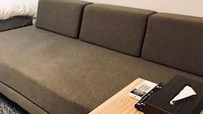 防敏寢具、書桌、窗簾、隔音