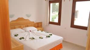 1 bedroom, premium bedding, desk, bed sheets