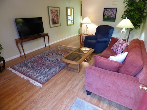Avail Monthly...furnished 2bed/2.5 Bath With Office and Garage, Near Mt. Tabor