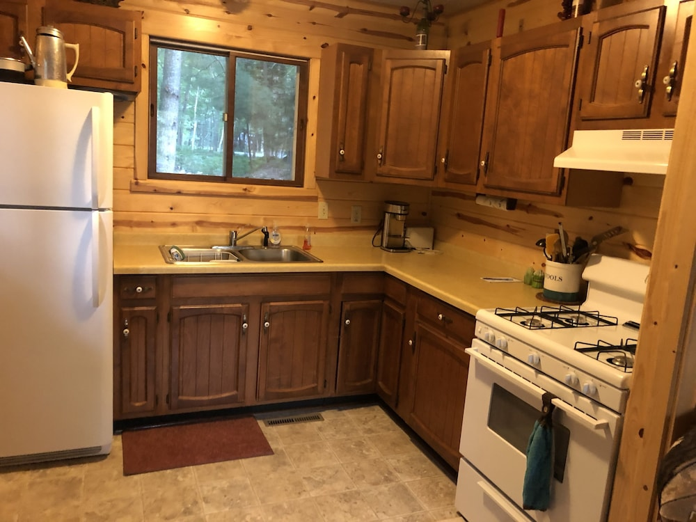 Private Kitchen, Cozy Lake-front Cabin on a Recreational Trail