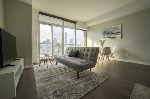 Modern 1 Bedroom Condo in Downtown Toronto
