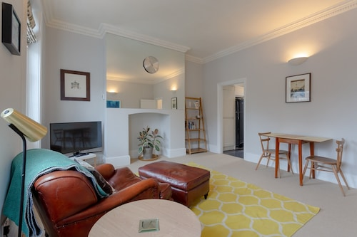 1 Bedroom Flat In Islington With a Garden