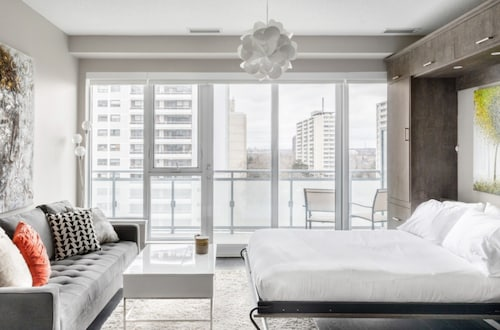 Toronto Sophisticated Studio