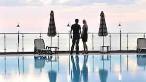Indoor pool, 4 outdoor pools, free cabanas, pool umbrellas