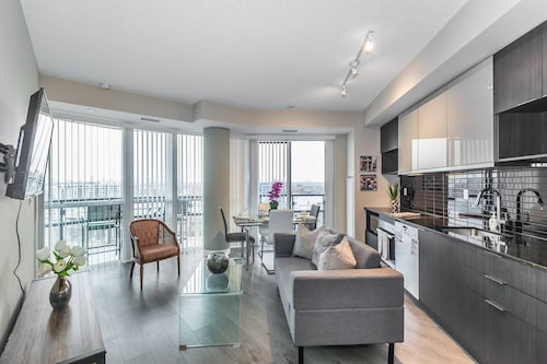 Exquisite Luxury 1 Bedroom + Den With Parking