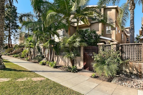 Pacific Beach Haven 3 BR Perfect Location!