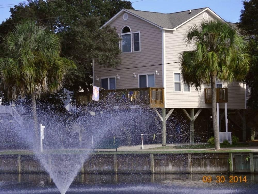 Location! 2 Min Walk to Beach Waterpark, Splash Pad, Wifi