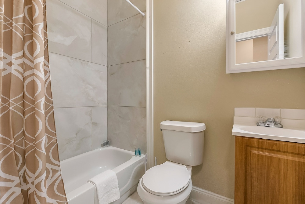 Bathroom, 2BD Spacious condo Steps from ST Charles