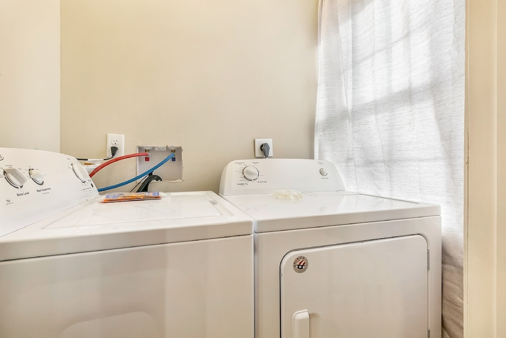 Laundry Room, 2BD Spacious condo Steps from ST Charles