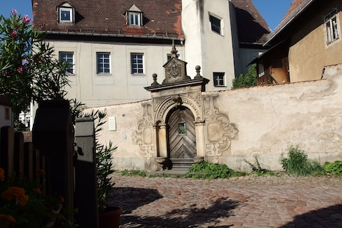 Jahnaischer Hof - Idyllically Situated on the Castle Hill in the Meißner old Town