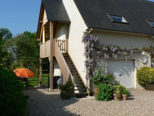 Between Deauville and Honfleur, Bright and Cozy Gite With Large Garden