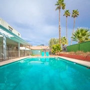 Lagoon Paradise Las Vegas 4 Bd With Pool!