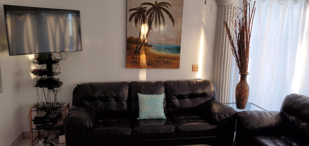 Living Room, Specials!! 11 Bdrms. 4 Casita Apartments. 5 Kitchens. Rent 5 Bdrms or up to 11