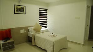 20 bedrooms, in-room safe, iron/ironing board, free WiFi