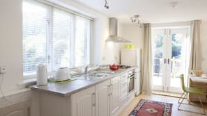 Microwave, oven, hob, electric kettle