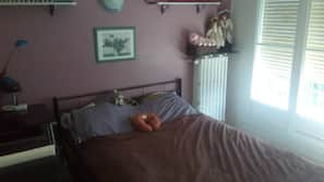 2 bedrooms, blackout drapes, iron/ironing board, free cribs/infant beds