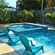 Tropical Resort Like Home , Close to Beach, Private Heated Salt Pool/hot tub