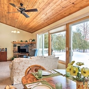 Cedar Cottage, Private Beach on Lake Leelanau