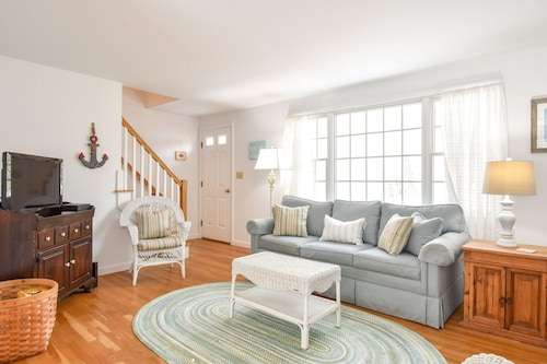 #440: Minutes to Coast Guard & Nauset Light Beaches! Dog Friendly!