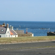 Cosy one Bedroom Holiday Bungalow, in a Stunning Seaside Location
