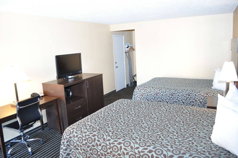 Room, Evergreen Hotel & Suites