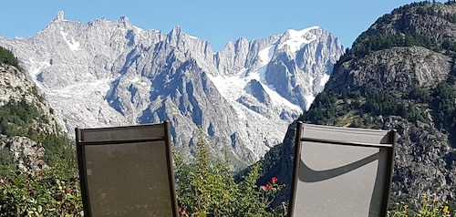 Courmayeur House With a View, Two-room Apartment With a Small Garden