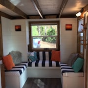 Tiny House Experience on the Cedar Creek Lake With Lake View. 26mi to Canton!
