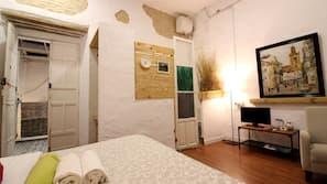 Escritorio, cortinas opacas, camas supletorias y wifi gratis