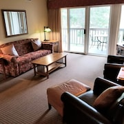 Book 2021! Peaceful Grand Traverse Condo Overlooking Spruce Run Golf Course!