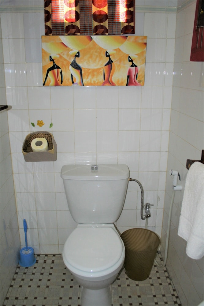 Bathroom, La Ruche du Monde