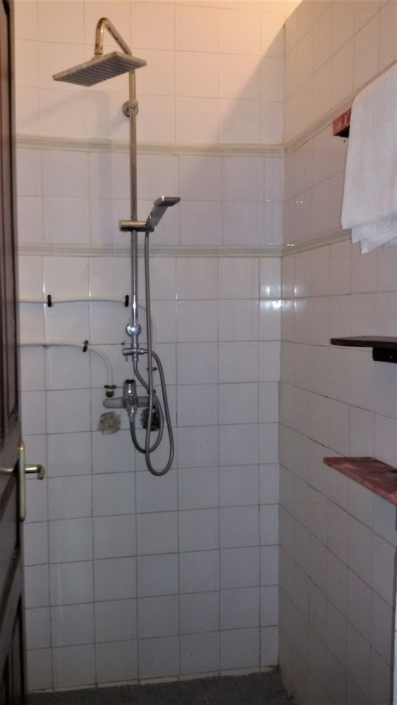 Bathroom Shower, La Ruche du Monde