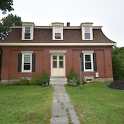 Historical New England 2bedroom With 2 King Beds Brick Building