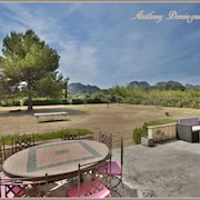 Villa With Pool Overlooking the Alpilles and the old Village
