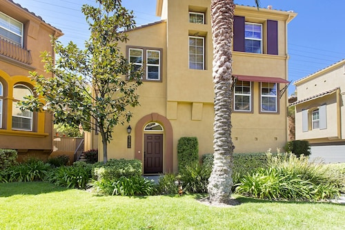 Gorgeous Fully Furnished House in Gated Community in Mission Valley