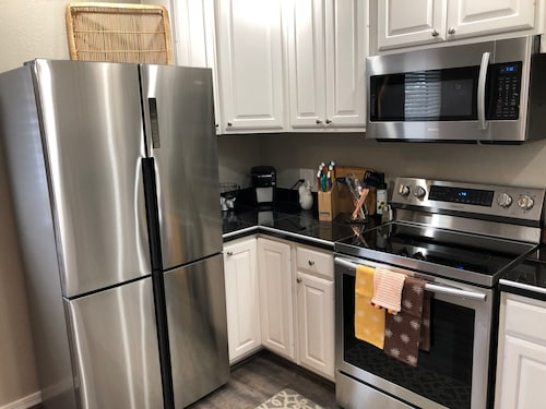 Newly Renovated ONE Bedroom Apartment IN North Phoenix
