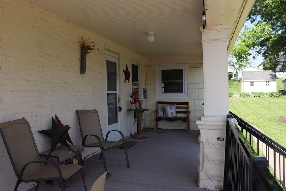 Balcony, Gorgeous Loft in the Heart of Leclaire, Iowa